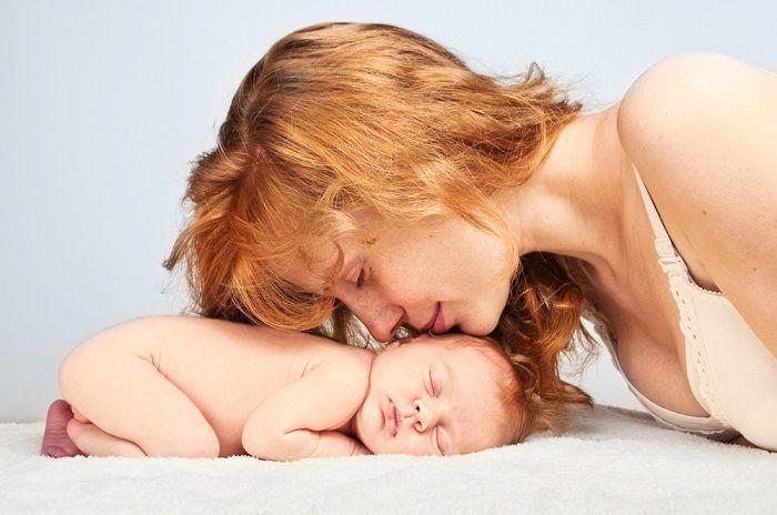 Малыш умер во время родов, и мама попросила подержать его на прощанье…