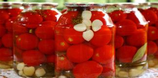 Рецепт приготовления помидор в маринаде с изюминкой