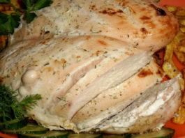 Вкусная и быстрая в приготовлении тушеная куриная грудка в кефире