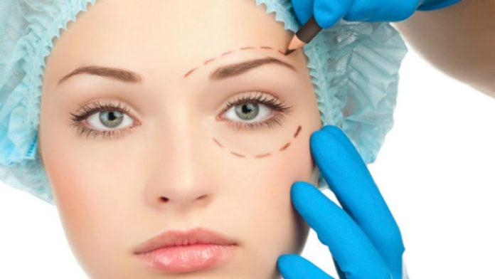 Как пластические хирурги делают молодое лицо