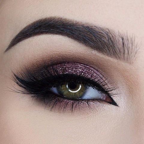 11 шикарных примеров макияжа для зеленых глаз8