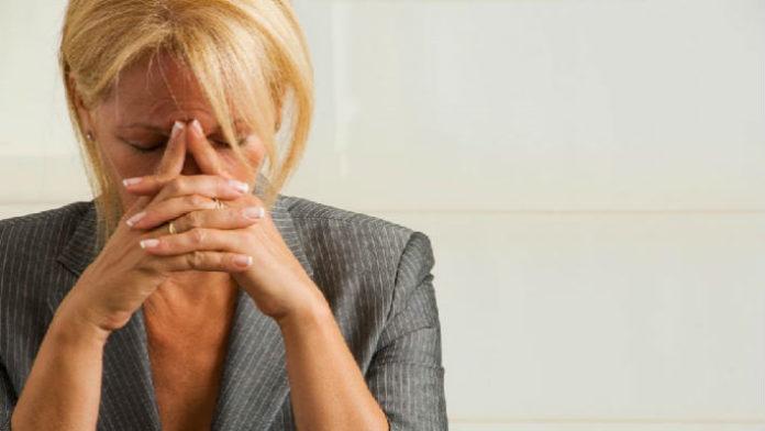 Кризис среднего возраста у женщин: как успокоить бурю в стакане