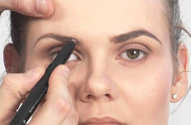 http://files6.adme.ru/files/news/part_108/1083910/3257410-650-1445947773Eyebrow-Filling-Tips-Your-Beautician-Never-Revealed-But-We-Tell-It-All4.jpg