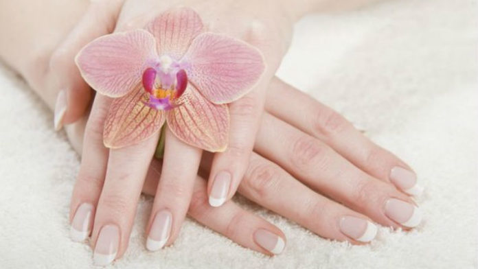 Йодная ванночка от ломкости, слоистости и слабости ногтей