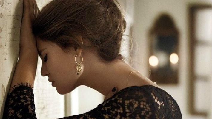 Почему красивые женщины так часто одиноки?