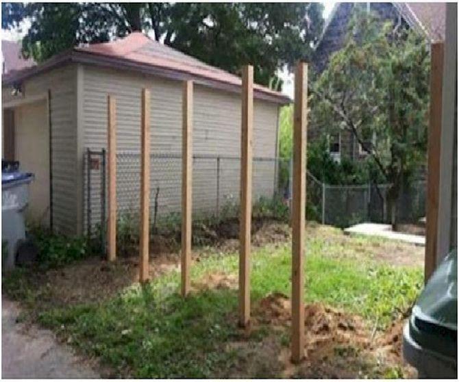 Соседи смеялись, когда он укрепил в своем дворе эти 6 столбов. А теперь завидуют