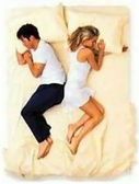 В какой позе спят супруги — такие у них и отношения