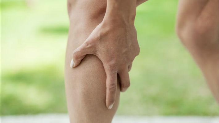 Вот почему посреди ночи возникают судороги в ногах! Всего 2 компонента помогут избавиться от проблемы