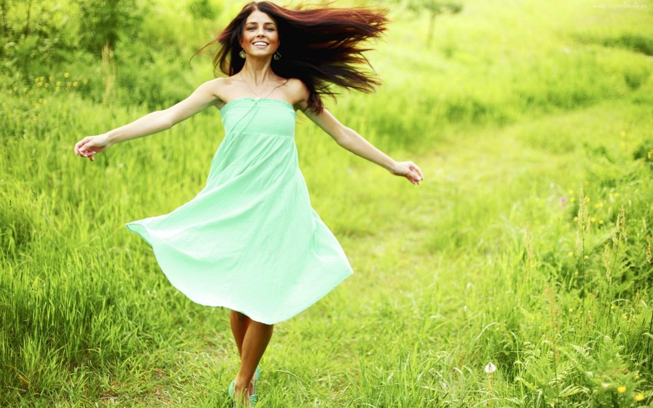 7 качеств, делающих женщину красивой даже без макияжа