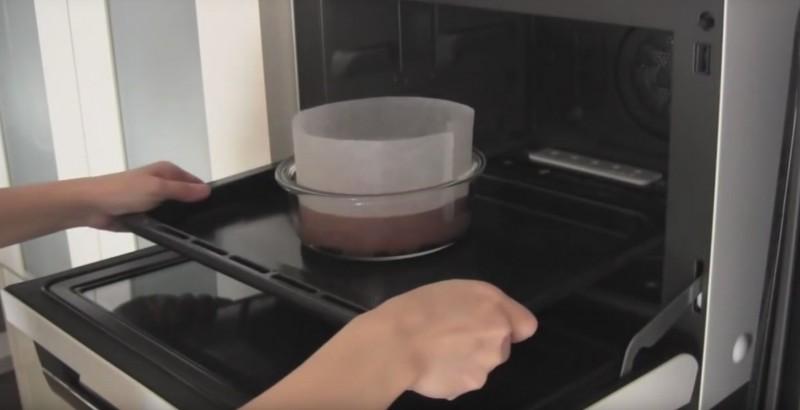 Этот пирог бьет все рекорды: тебе нужно будет смешать всего 2 ингредиента