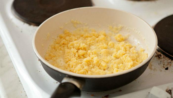 Для тех, кто не любит манную кашу, это блюдо из манки — просто открытие