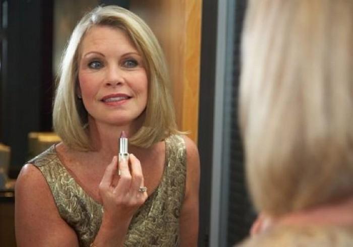 Освежаемся к лету: 10 ошибок в макияже, которые противопоказаны дамам «за 40»