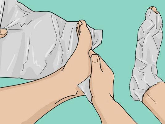Оберни ноги фольгой в несколько слоев. То, что случится через 1 час, удивит твоего врача
