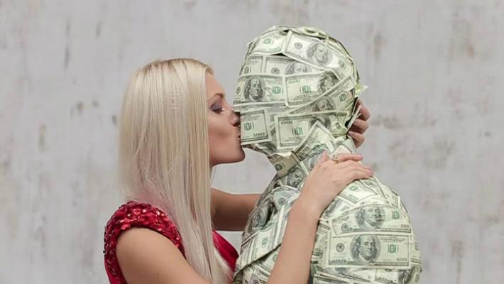 Шикарный ответ, на вопрос: чё вам, бабам, кроме денег надо ещё в этой жизни