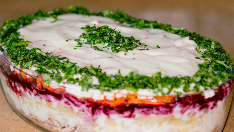 10 вкусных и простых салатов на Новый год