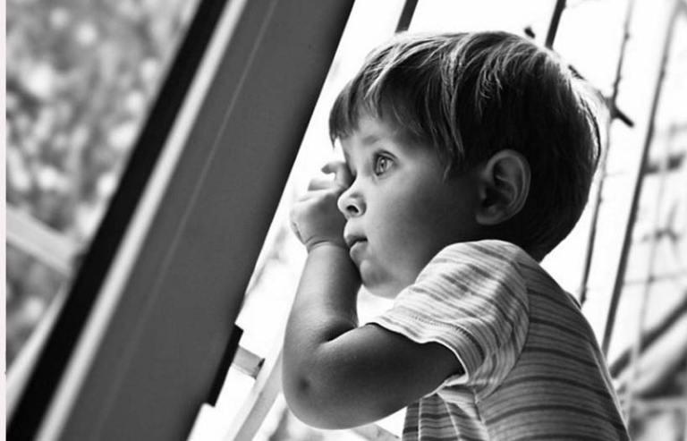 Девушке предложили выбрать ребенка на усыновление