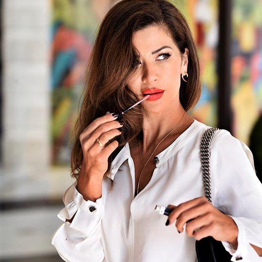 15 эффектных блузок, которые сделают образ ярче