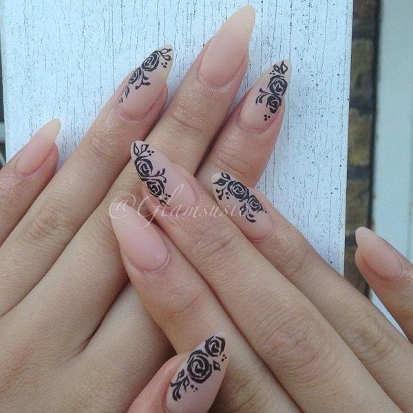 Новые идеи маникюра для модниц с мендалевидной формой ногтей