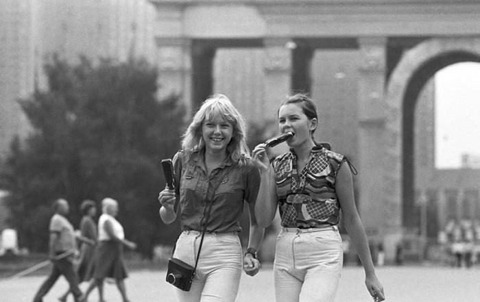 Девушки 30 лет назад и сейчас: найди 10 отличий