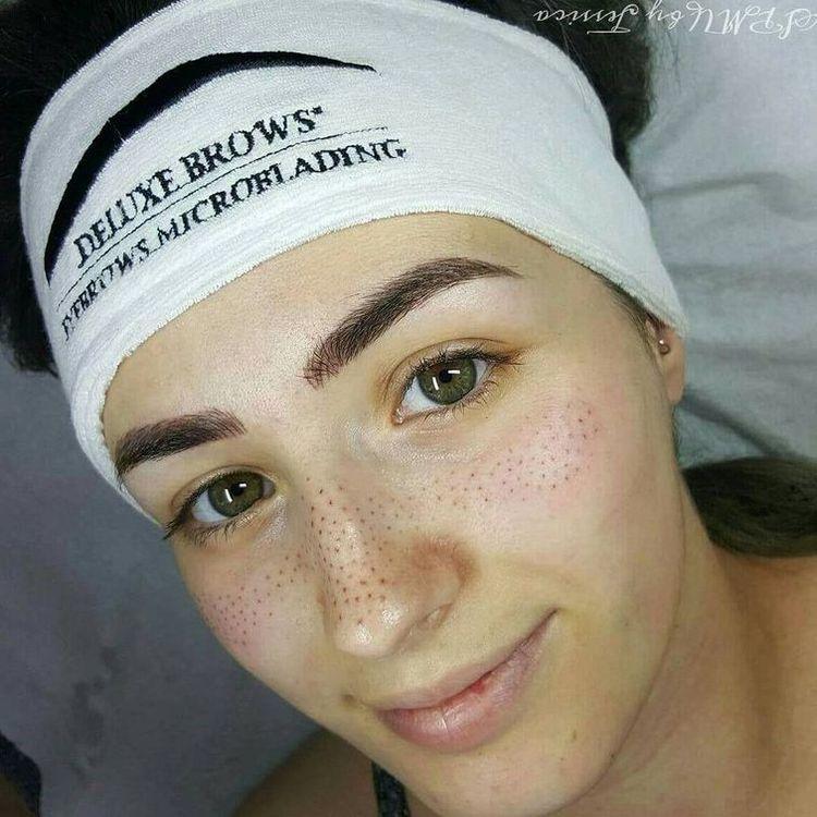 Искусственные веснушки и как их делать: новинка макияжа