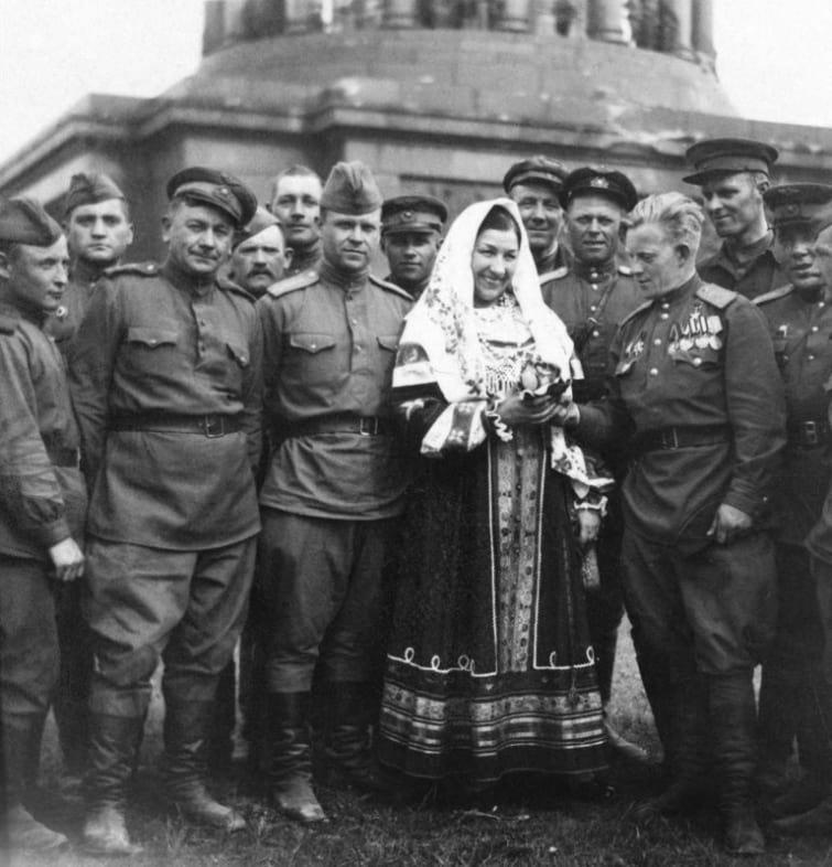 Исторические кадры и архивные снимки знаменитостей