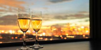 Узнайте, почему нервным женщинам нужно пить шампанское каждый день