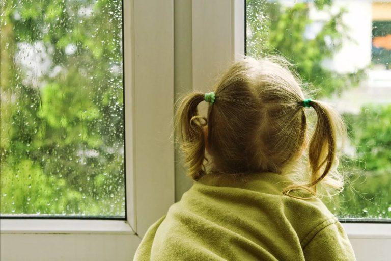 В дом ворвались грабители и увидели 6-летнюю девочку