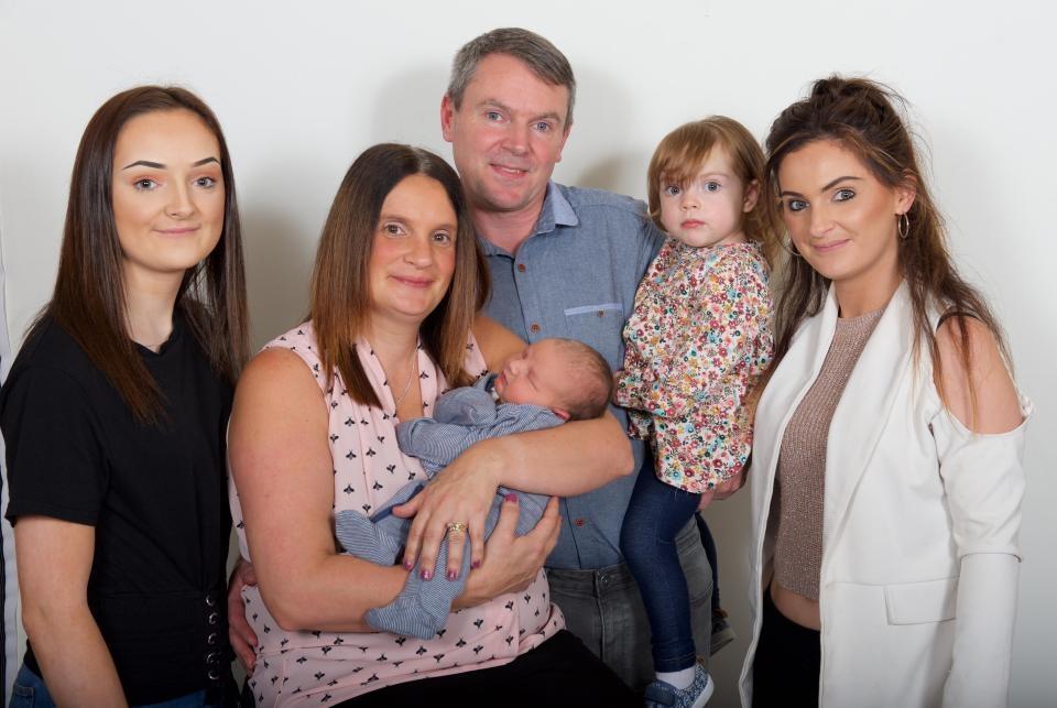 Женщине 42 года, а она уже стала мамой 20 раз