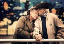 Этот старик потерял свою жену возле больницы