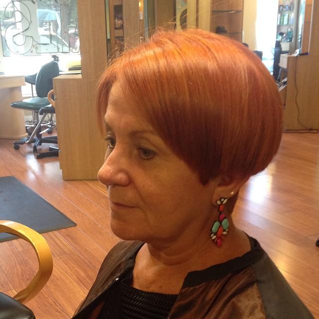 Короткие стрижки для женщин старше 60 лет