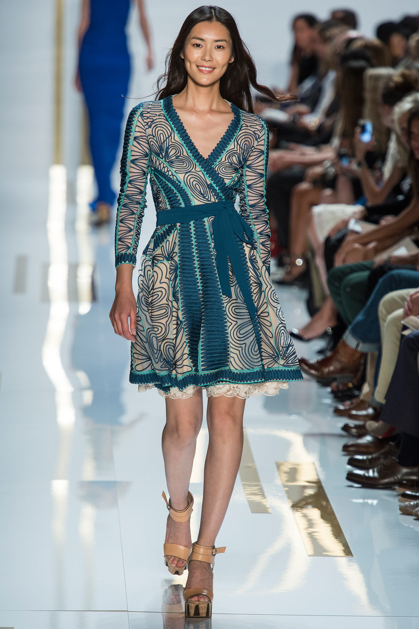Платье, которое стройнит! 50 красивых стильных образов