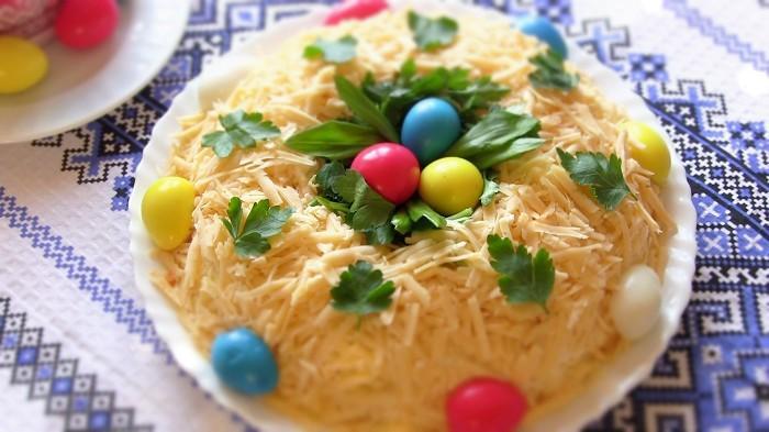 Необычный и очень вкусный салат на праздничный стол в день Пасхи