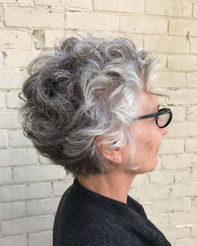 Прически для женщин старше 50 лет12