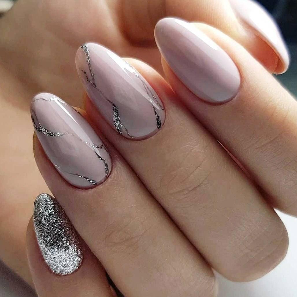 Шикарный маникюр на овальную форму ногтей10