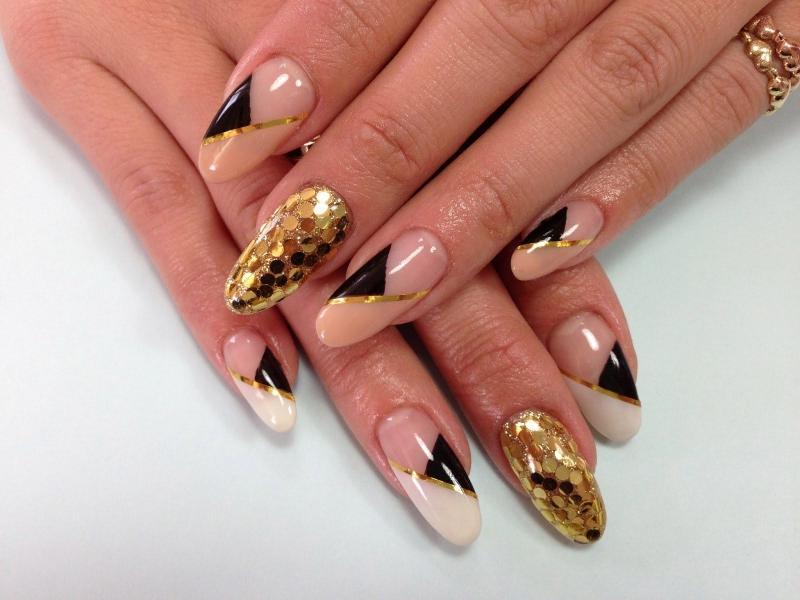 Шикарный маникюр на овальную форму ногтей16