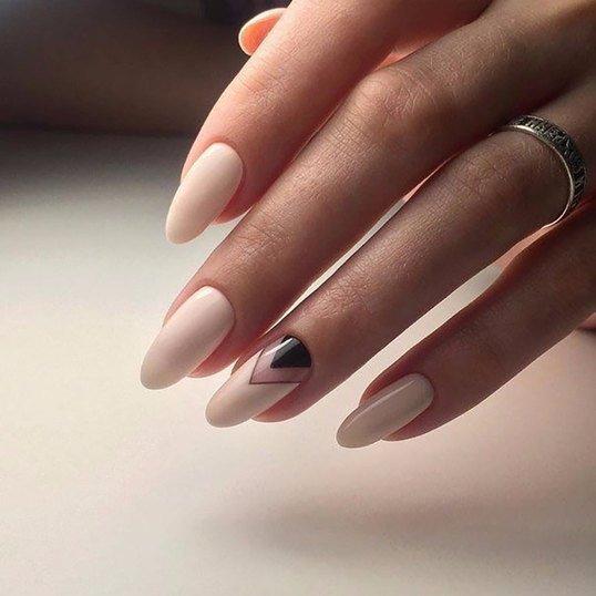 Шикарный маникюр на овальную форму ногтей19