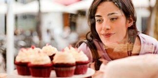 Чего на самом деле не хватает организму, если хочется сладкого