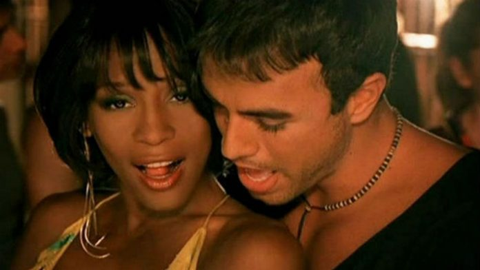 Неподражаемая Уитни Хьюстон и Энрике Иглесиас с хитом Could I Have This Kiss Forever
