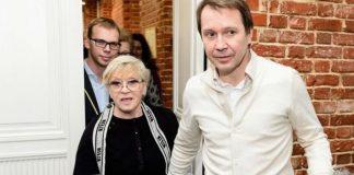 Алиса Фрейндлих и Евгений Миронов устроили в Москве «безумное» чаепитие