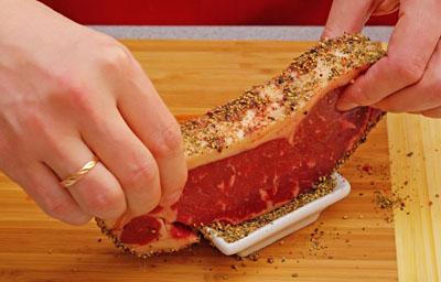 Как приготовить стейк рецепт - добавляем перец