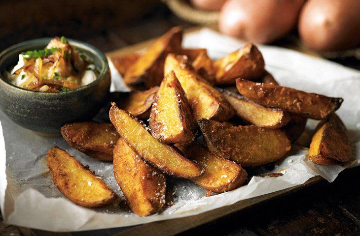 Рецепт: Жареная картошка дольками