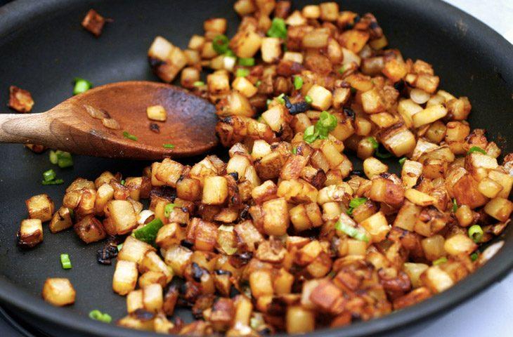 Рецепт: Жареная картошка мелкими кубиками