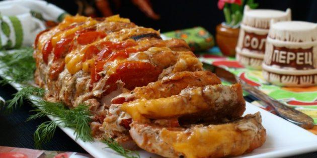 Как приготовить мясо в духовке: Свинина-гармошка с овощами и сыром