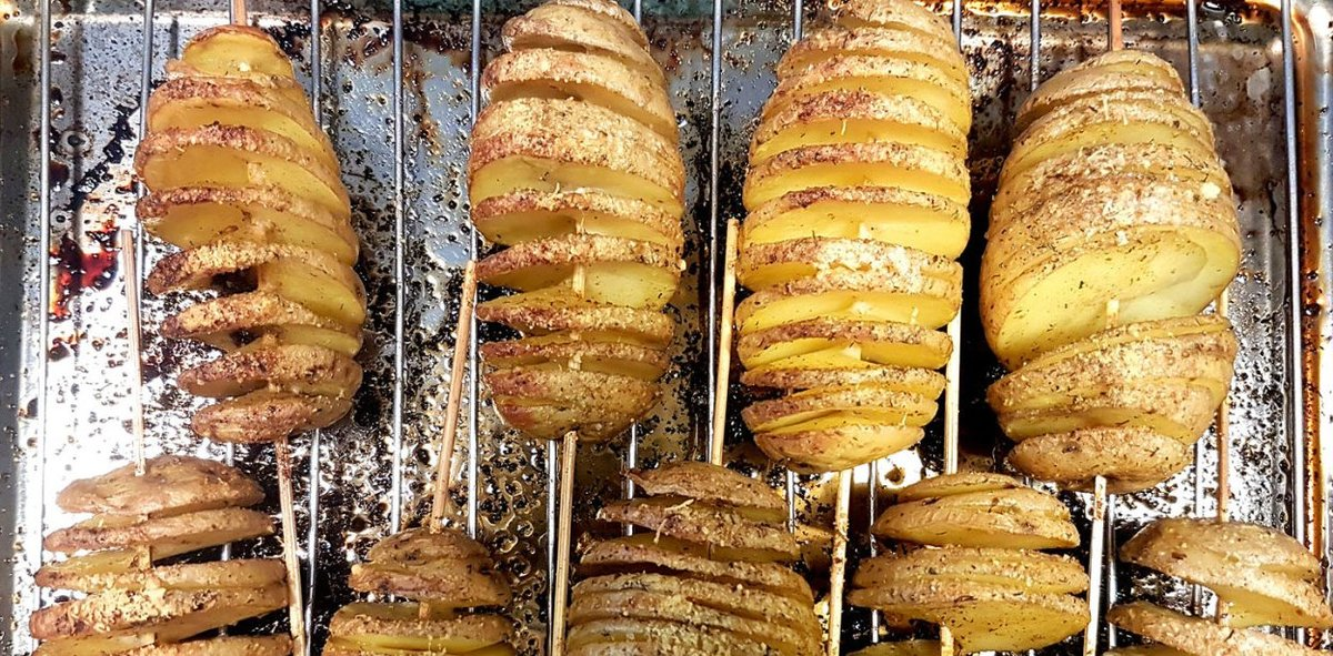 На шампурах их или на шпажках запекают - в духовке, на гриле, на мангале а-ля шашлык