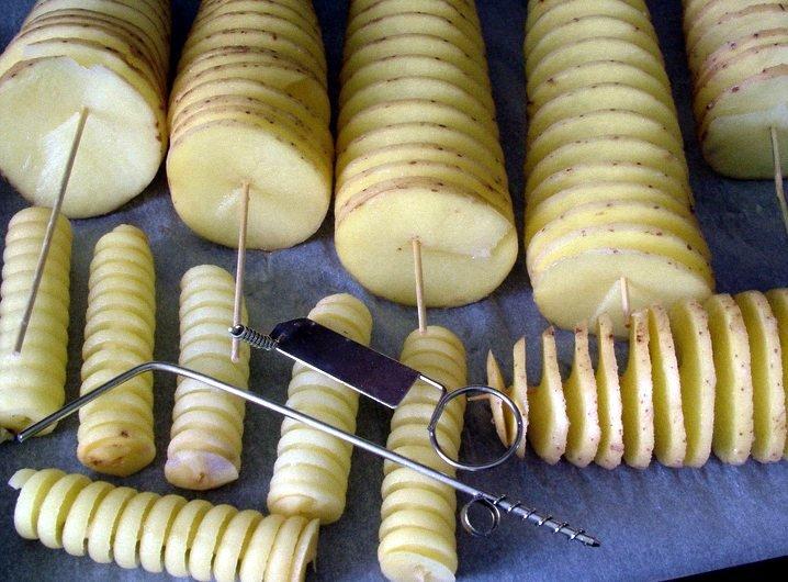 Вот еще инструмент - а потом одевают на шпажки, которые шампур. Только деревянный