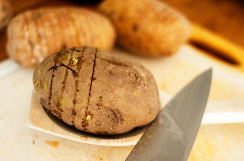 Вот так все начиналось - с нарезки картошки