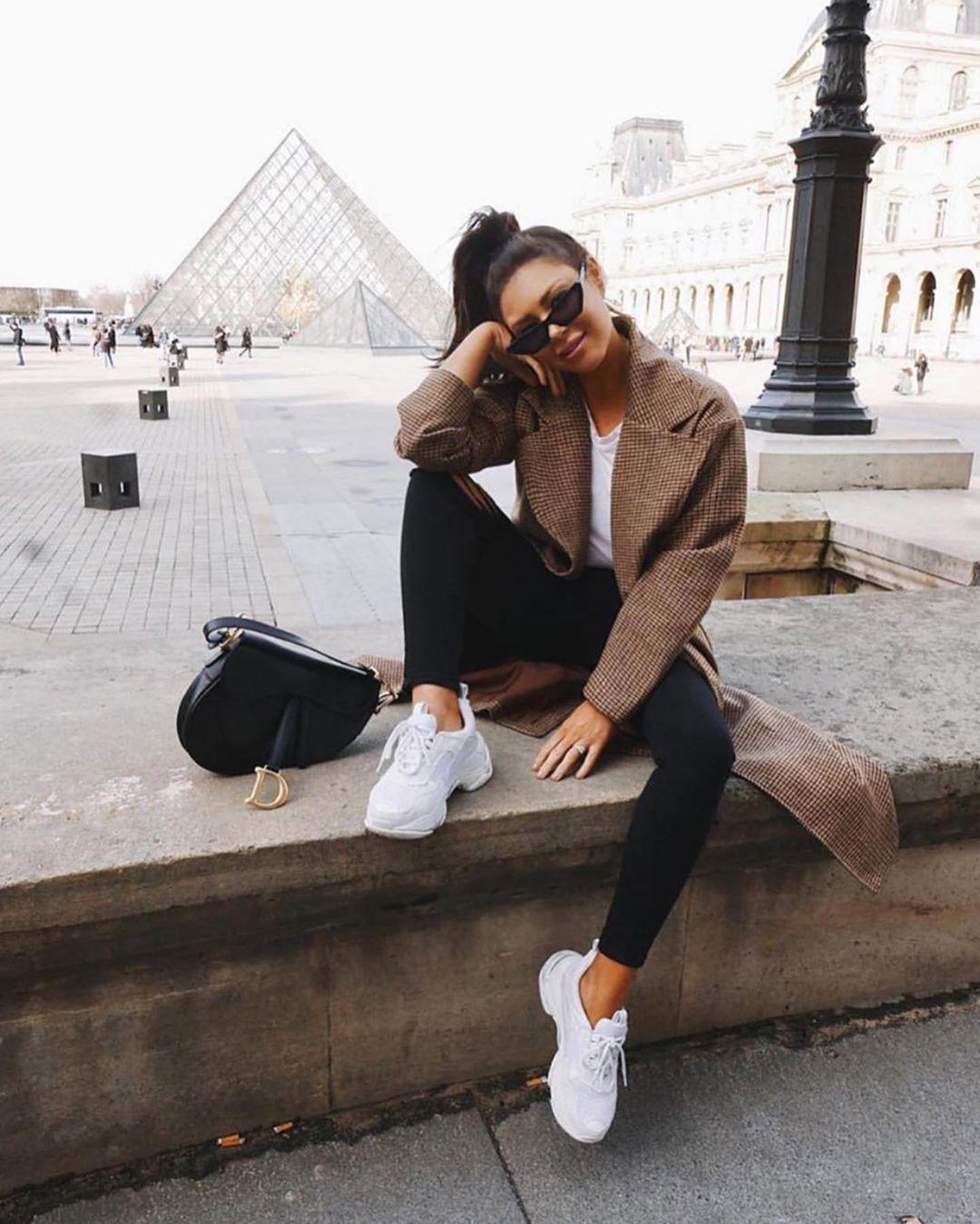 Белые кроссовки + брюки: самые удачные сочетания - 4