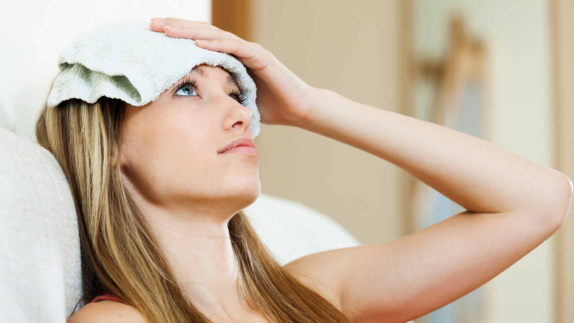 https://www.remediesforme.com/wp-content/uploads/2016/05/warm-hot-cold-compress-wet-towel-forehead-headaches-migraines-natural-remedies.jpg