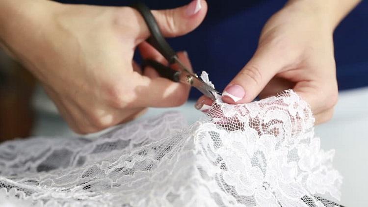 Невеста переделала ставшее ненужным свадебное платье в модный дизайнерский наряд